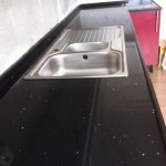 Siyah çimstone mutfak tezgahı